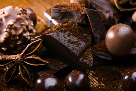 badiane: chocolate snacks, chocolate bonbon and badiane on wooden table