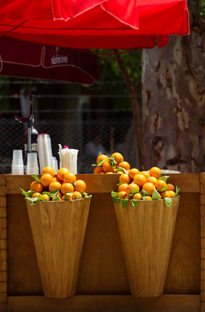 juice bar: outdoor bar with orange in wooden baskets for preparation of natural fresh juice Stock Photo