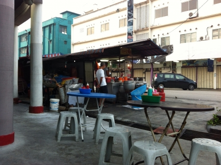 undeveloped: A classic chicken rice stall by the street