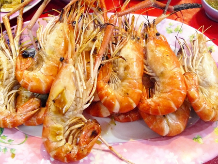 Close up grilled giant river prawns ( Macrobrachium rosenbergii ) on a plastic plate. Stock Photo