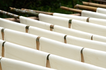 white sheet: Rubber sheets dry The raw rubber latex is made of acid, which makes it first and then rolled flat to dry. Rubber sheet is a raw material for many industrial production. Stock Photo