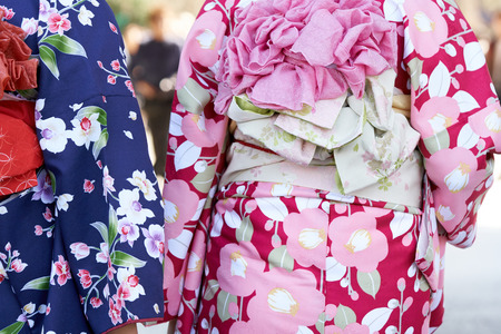 Young girl wearing Japanese kimono standing in front of Sensoji Temple in Tokyo, Japan. Kimono is a Japanese traditional garment. The word Stok Fotoğraf