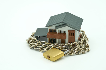 Model house wrapped with steel chain and padlock. Ideas Security. using as background business concept and Security concept with copy space. Kho ảnh