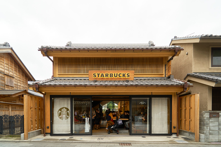 Starbucks Coffee Shop Kawagoe creates an ancient Japanese shop that is round to the old shop.