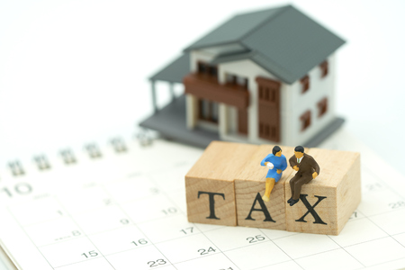 Miniature people Pay Annual income (TAX) for the year on Calendar using as background business concept and finance concept with copy space  for your text or  design. Kho ảnh