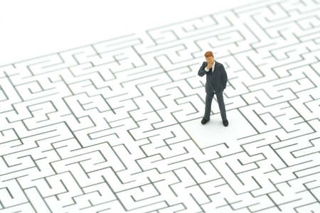 Miniature people businessmen standing in the center of the maze. Business Idea Concepts Troubleshooting Analysis of problems to find solutions. Reklamní fotografie