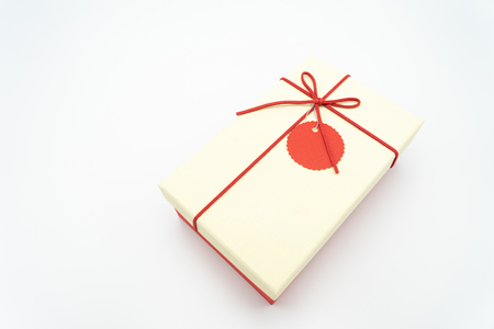 Gift box white with a red rope wrapped around the corner from a high angle photography suitable for white paste text editing. Or include media, advertisements, ideas, New Year, Valentine's Day Standard-Bild - 114603155