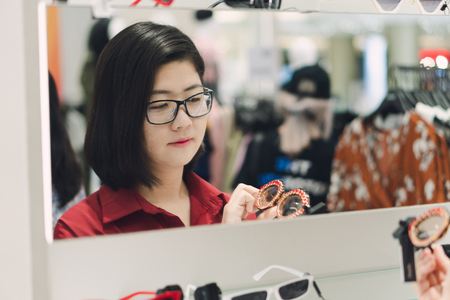 Beautiful Asian women choose glasses suitable for the season, according to the time, fashion ideas, shopping.