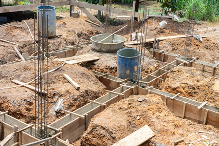 Steel structure and mortar structure Of building a house Mainly using labor workers Construction concept