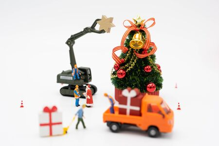 Family Miniature people standing on Christmas tree Celebrate Christmas on December 25 every year. using as background xmas concept with copy spaces for you 写真素材