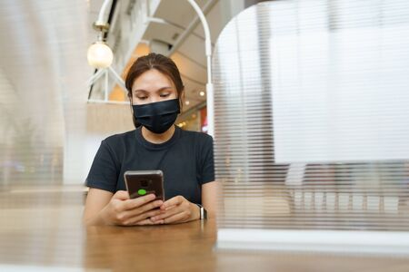 New normal asian beauty Wear a mask to prevent Covid 19 viruses or coronavirus. Scaffolding with a plastic plate to prevent the spread of the virus. Social distancing and and keep distance. Stok Fotoğraf