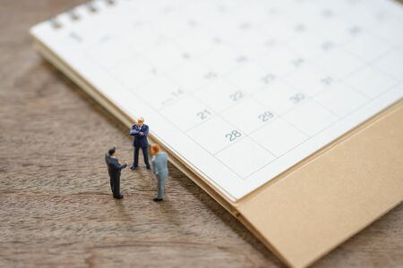 Miniature people businessmen standing on white calendar using as background business concept and finance concept with copy space  for your text or  design. Banque d'images - 149025660