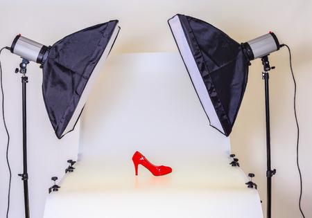 スタジオでの商品撮影の写真表 写真素材
