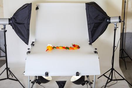 Mesa de fotos para fotografía de producto en un estudio