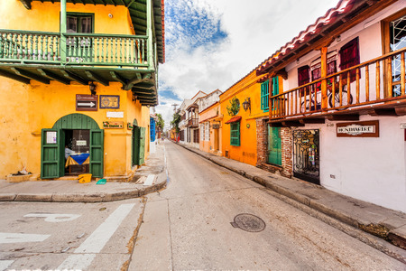 Cartagena, Colombia - November 13, 2016: The old town of Cartagena with its unique architecture. 版權商用圖片 - 71724938