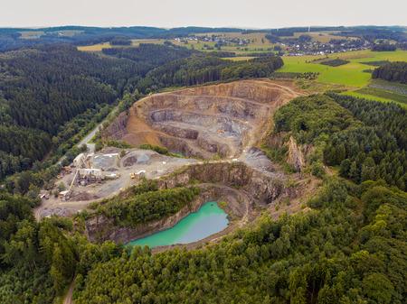 Lotnicza kopalnia odkrywkowa asfaltowa w Reichshof - Niemcy