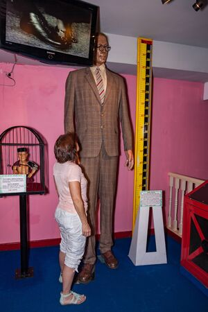 Pattaya, Thailand - November 11, 2015: Reenactment of the world's largest and smallest man in