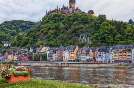 View over the Moselle to the old town of Cochem with the medieval castle in the background.