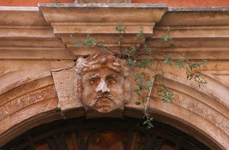 stucco facade: Maschera di stucco sulla facciata Archivio Fotografico