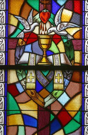 valores morales: Vidrio de vidrieras de �rdenes sagradas, siete sacramentos, Foto de archivo