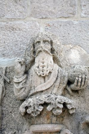 creador: Estatua de Dios el creador, en el portal de la Iglesia de Santa Mar�a de la merced  Foto de archivo