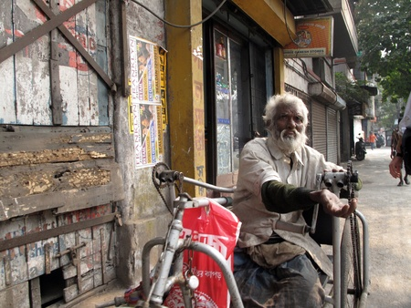vagrant: KOLKATA, INDIA -JANUARY 24: Streets of Kolkata. Thousands of beggars are the most disadvantaged castes living in the streets, January 24, 2009.                         Editorial