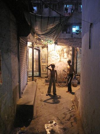 underprivileged: Kolkata, India-GENNAIO 25: Streets of Calcutta. Le persone vivono e lavorano sulle strade di Kolkata, in India, 25 gennaio 2009 Editoriali