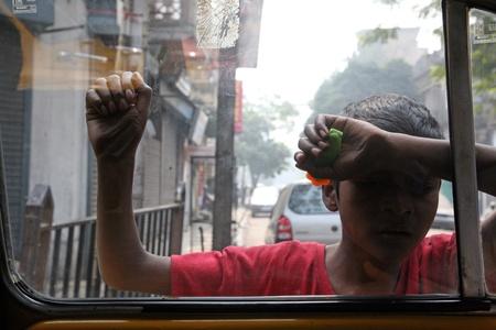 underprivileged: KOLKATA, INDIA-23 gennaio: strade di Calcutta. Migliaia di mendicanti � le caste pi� svantaggiate che vivono nelle strade, 23 gennaio 2009.
