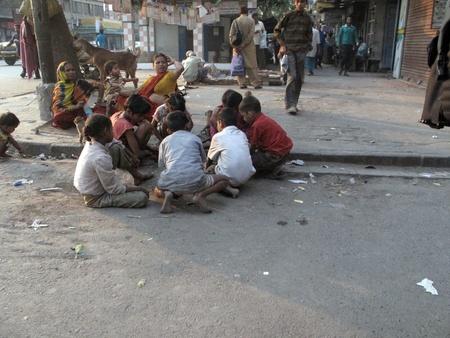 underprivileged: KOLKATA, INDIA - 29 gennaio: Strade di Calcutta. Persone vivono e lavorano per le strade, 29 gennaio 2009.