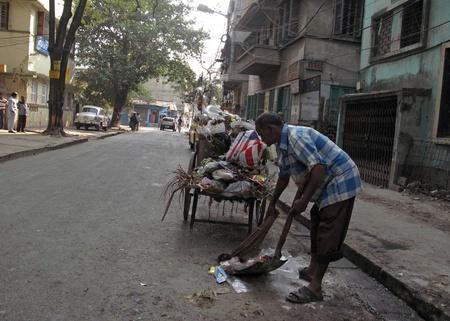 KOLKATA, INDIA - FEBRUARY 01: Streets of Kolkata, Street cleaner on February 01, 2009 in Kolkata, West Bengal, India.                                Stock Photo - 10666494