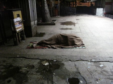 poverty in india: KOLKATA, INDIA - JANUARY 30: Streets of Kolkata, man sleeping on the streets of Kolkata,India on January 30, 2009. Editorial