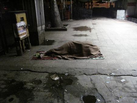 old beggar: KOLKATA, INDIA - JANUARY 30: Streets of Kolkata, man sleeping on the streets of Kolkata,India on January 30, 2009. Editorial