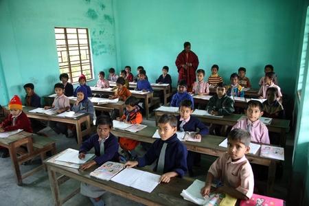 KUMROKHALI, INDIA - 16 januari: Kinderen leren op school op 16 januari 2009, Kumrokhali, West-Bengalen, India