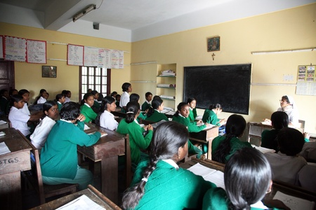 Basanti, INDIA - 17 januari: meisjes leren in St. Teresa Girls Hihg School op 17 januari 2009, Basanti, West-Bengalen, India
