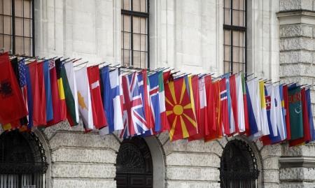 hofburg: Drapeaux internationaux de la Hofburg � Vienne Banque d'images