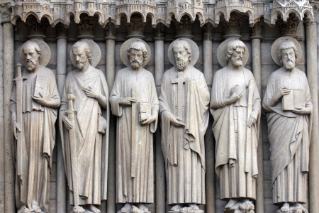 sain: Paris, Notre-Dame cathedral, detail of central portal. From left to right: Paul, James the Great, Thomas, Philip, Jude, and Matthew. Stock Photo