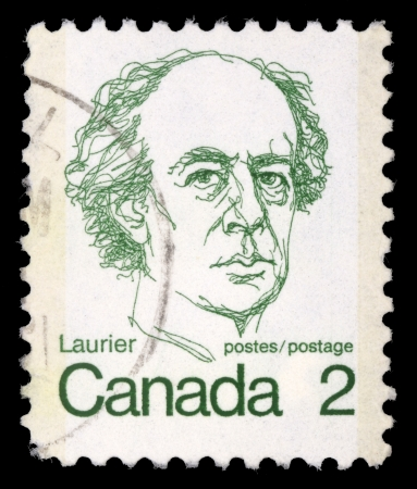 stempeln: CANADA - CIRCA 1972: A stamp printed in Canada shows a portrait of Canadian Prime Minister Sir Wilfrid Laurier, circa 1972.