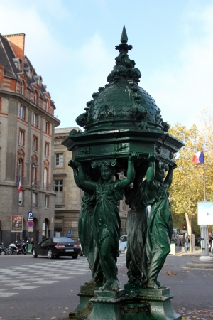sobriety: Wallace fountain, Paris
