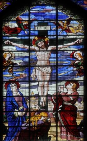 Crucifixi?n de Jes?s en la cruz ventana, vidrieras de la iglesia de Saint-Jean de Montmartre, Par?s