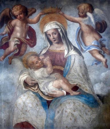 virgen maria: Santísima Virgen con el niño Jesús, pintura mural de la calle, Parma, Italia