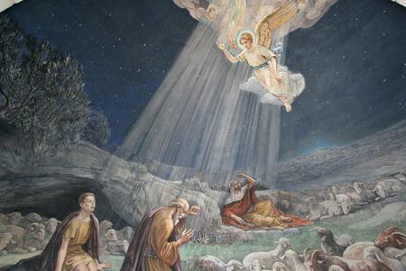 Engel des Herrn besucht die Hirten und informierte sie über Jesus Standard-Bild - 29517489