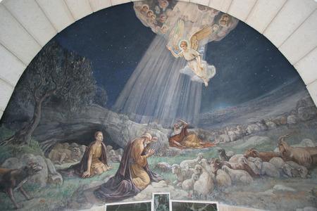 guardería: Ángel del Señor visitó a los pastores y les informó del nacimiento de Jesús, Belén, Iglesia en los campos de los pastores Editorial