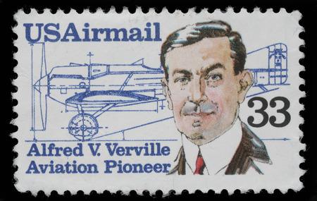 r image: Sello impreso en los EE.UU. muestra Alfred V Verville 1890-1970, dise�ador de aviones, alrededor de 1985 Editorial