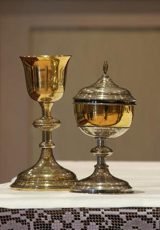 eucharistie: Or calice