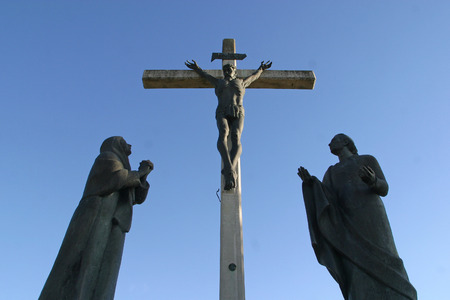 crucis: 12th Stations of the Cross, Jesus dies on the cross