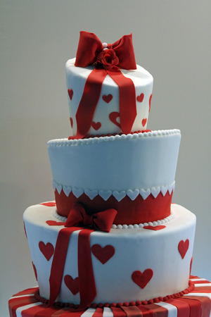 Delicious decorated wedding cake Standard-Bild