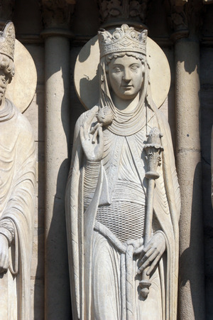 queen of sheba: Queen of Sheba, Notre Dame Cathedral, Paris, Portal of St. Anne
