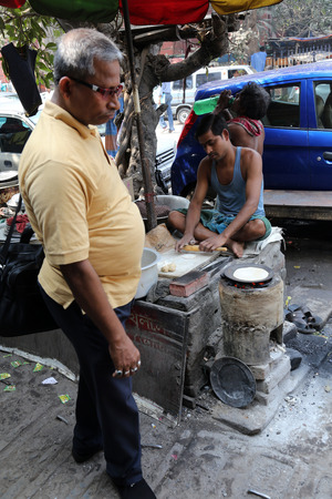 Man prepares simple street food outdoor on February 08 2014 in Kolkata. Third biggest indian city Kolkata with its suburbs is home to approximately 14.1 mill.people