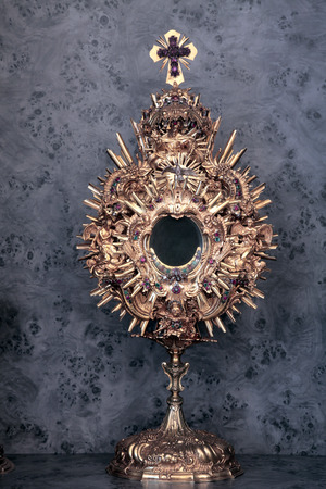 virginity: Monstrance