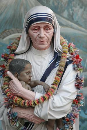 Moeder Teresa standbeeld in Prem Dan huis, Kolkata